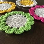 お花のコースター(カラー:グリーン・イエロー・ピンク)各1,300円