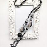 円形編みボールのロングネックレス